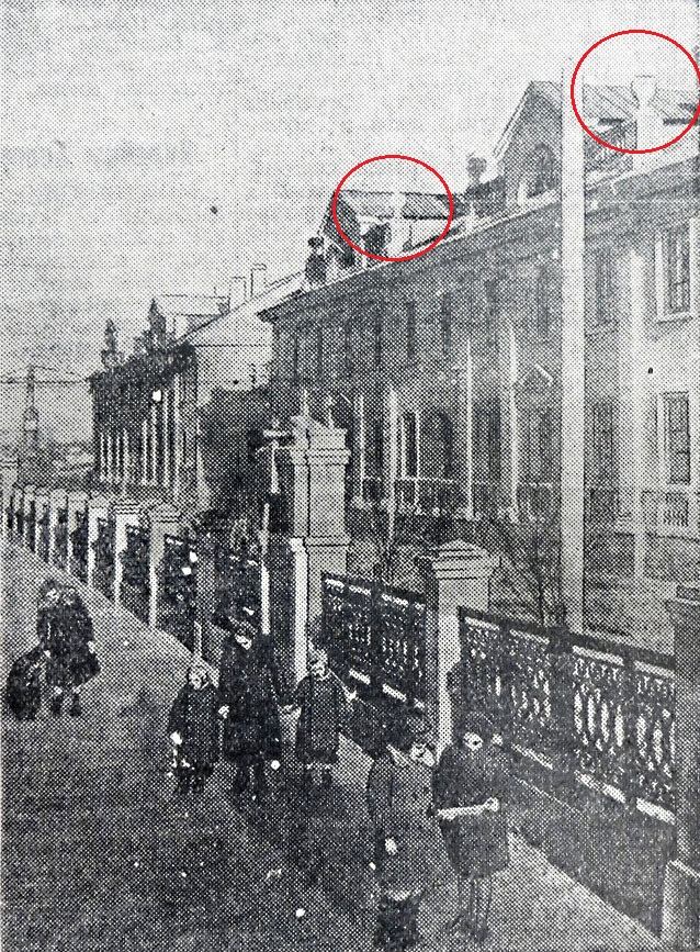 Сосуды с огнём на зданиях в Москве.