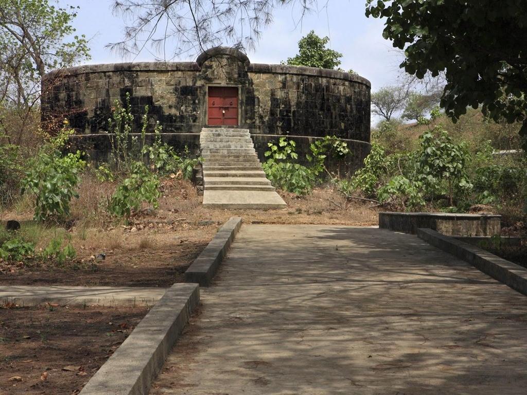 Современная Гола в индии. Башня молчания.