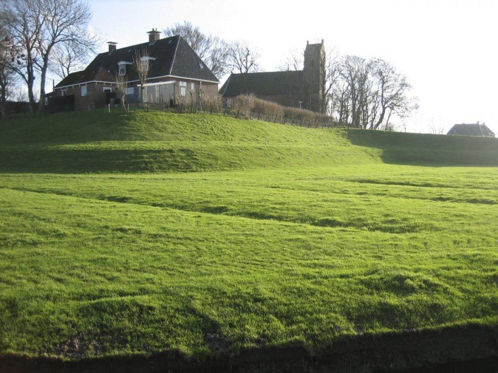 древние искусственные холмы