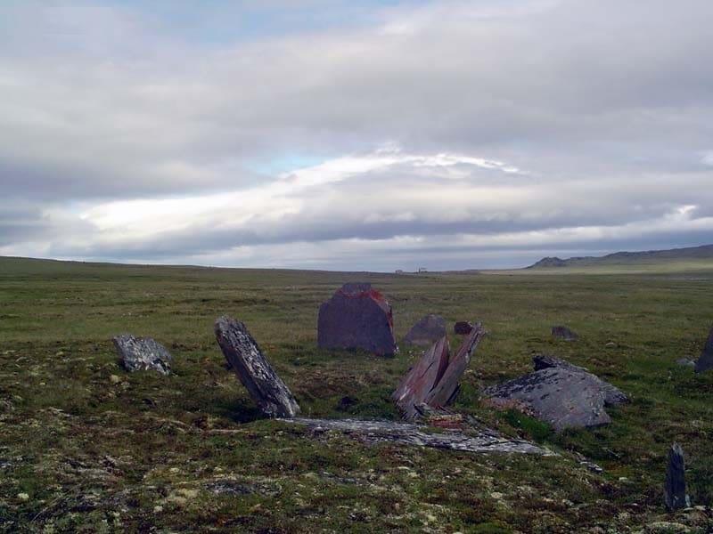 Кromlech auf der Insel Kotelnyj. Neusibirische Inseln, Jakutien.