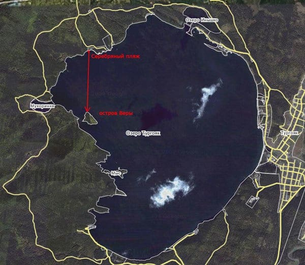 Jezero Turgojak poblíž města Miass v Čeljabinské oblasti