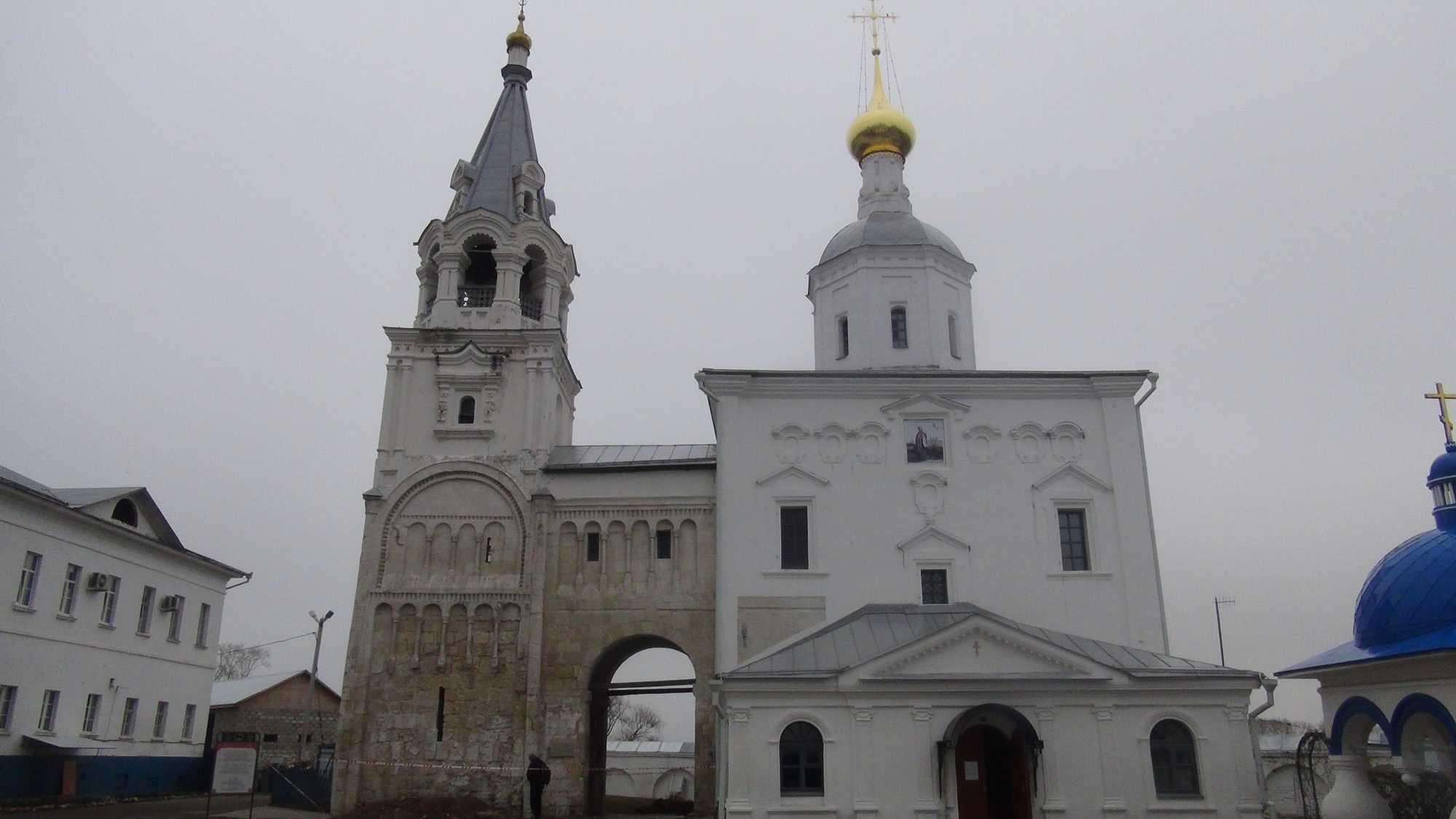 Храм Рождества Богородицы и остатки палат Андрея Боголюбского