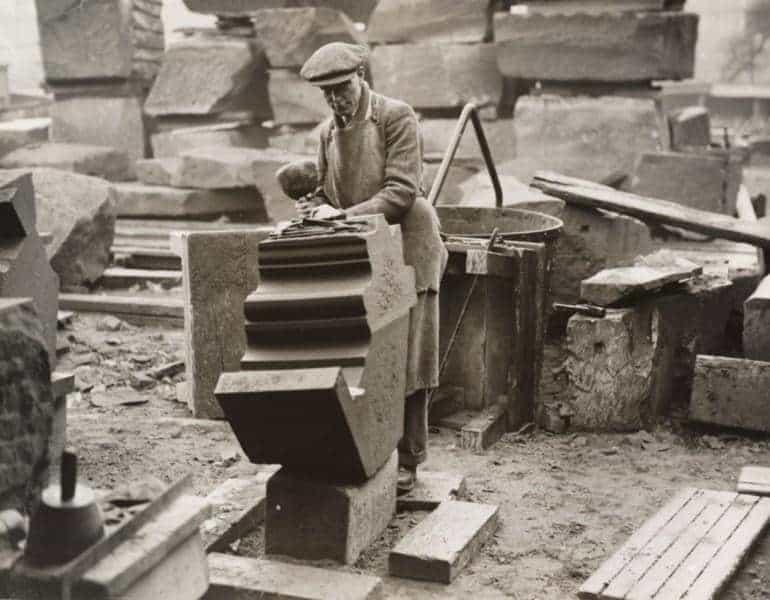 """Bau einer """"mittelalterlichen"""" anglikanischen Kirche in Liverpool. 1930."""