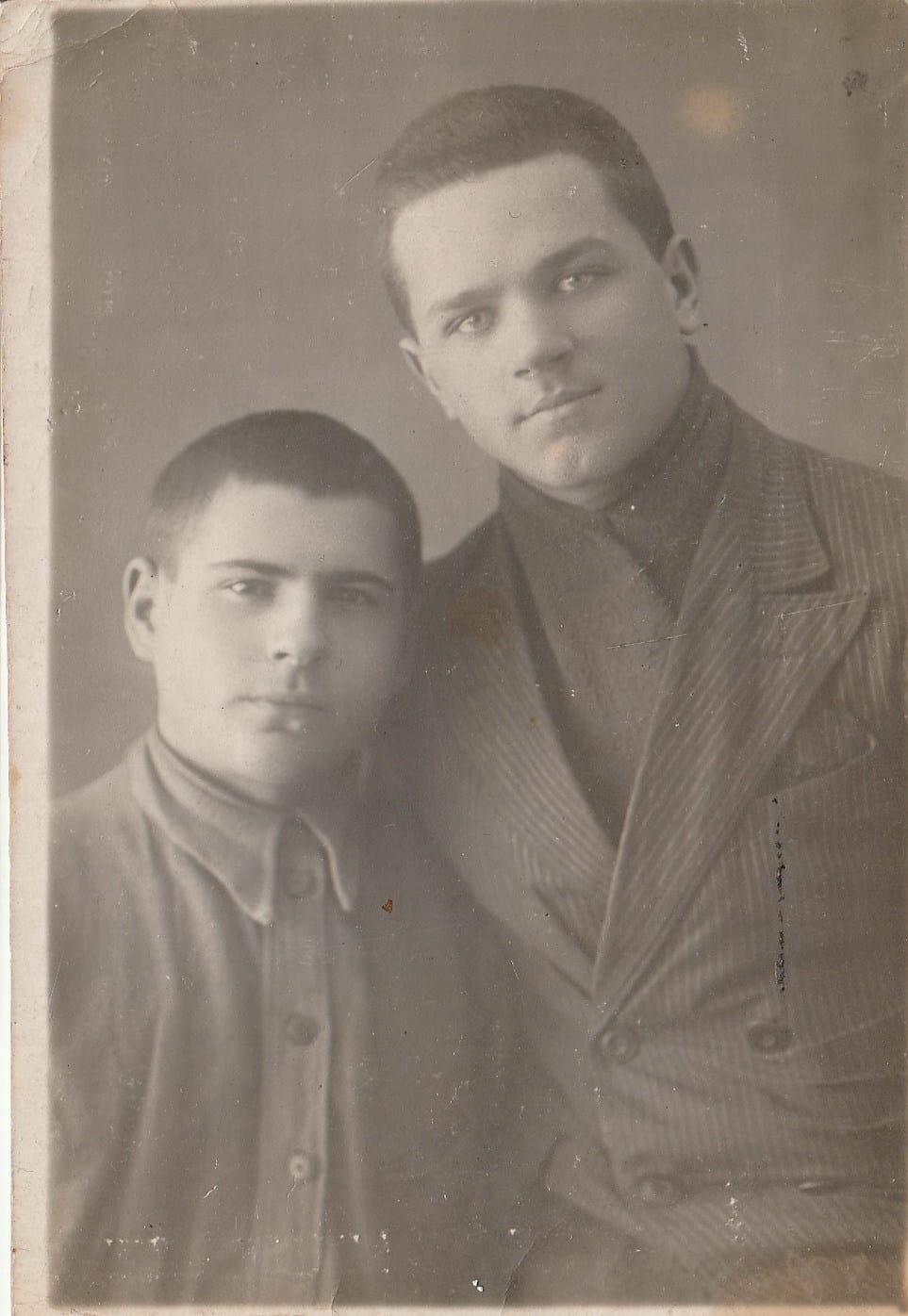 дед Мыкола с другом