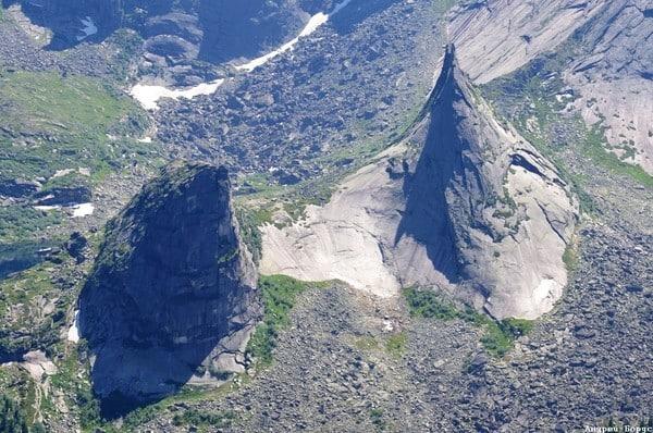 Příklad: Jergaki, vrstevnatá struktura hory Parabola