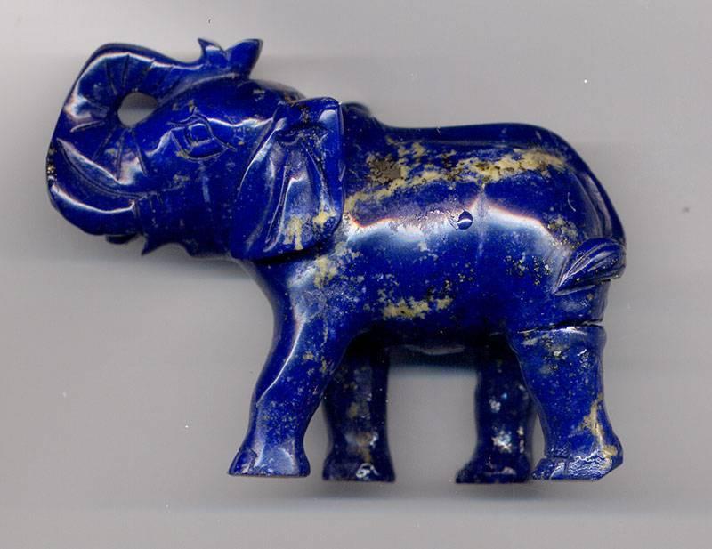 Лазуритовый слон. Предположительно из Афганистана.
