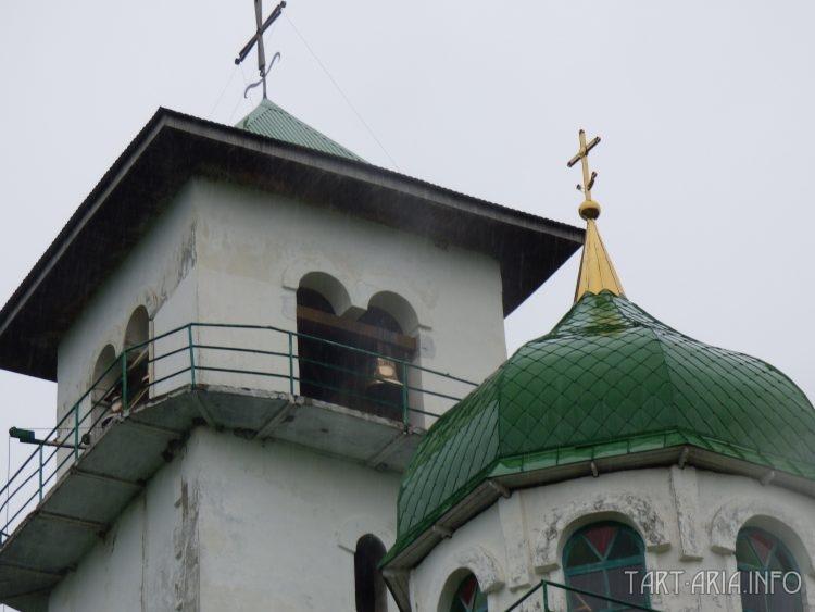 Колокольня Свято-Успенского храма монастыря, выполнена в характерном для Адыгеи архитектурном стиле