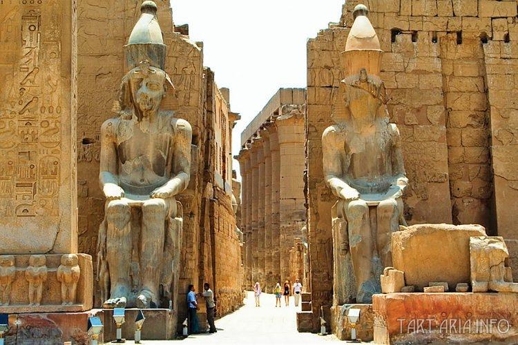 Луксор статуи Рамзеса наши дни