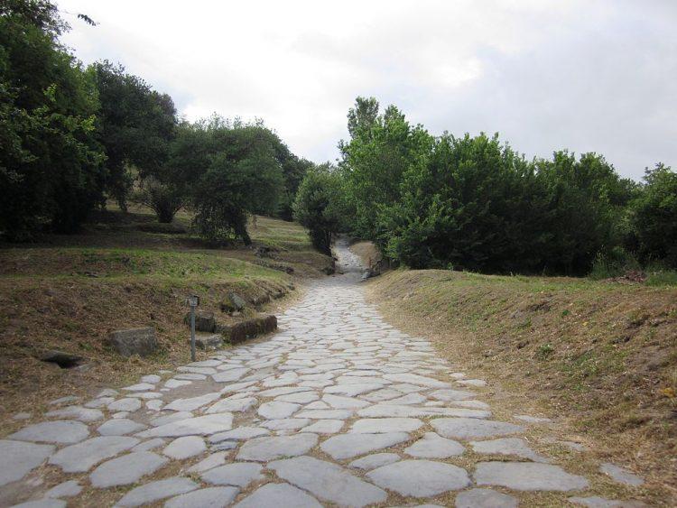 Римская дорога возле г. Кумы, Италия Источник
